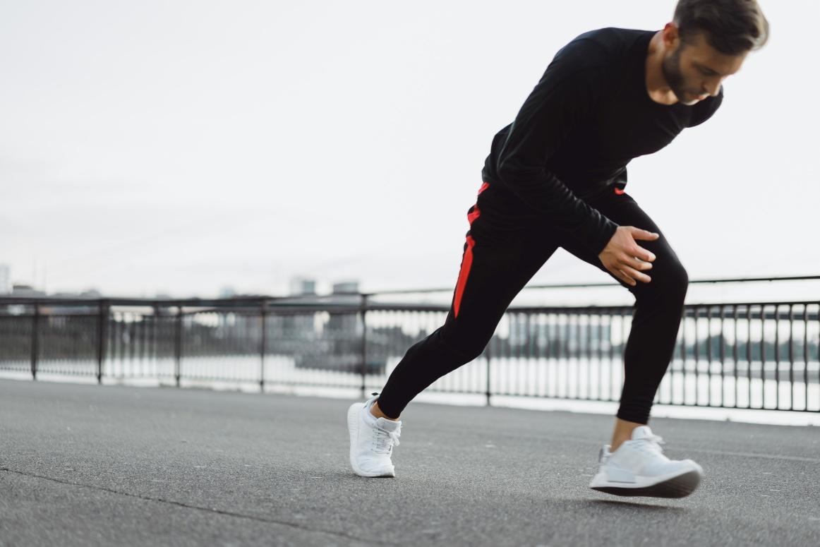Sportowe męskie stylizacje w dobrym guście – na jakie okazje je tworzyć?
